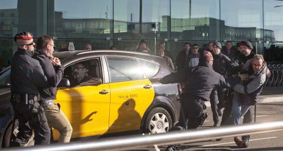 """La FCT integra a Uber dentro de """"las plataformas de servicios basura en el marco de una economía colaborativa"""" LaFederación Catalana del Taxi(FCT) ha propuesto este viernes """"un gran pacto..."""