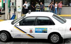 Los titulares del taxi de la ATAT y las cooperativas de Las Palmas y San Cristóbal respondieron este lunes a los asalariados que denunciaron que no tenían acceso a la...