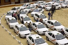 Asociaciones del Taxi se han unido para mostrar su rechazo a aplicaciones como Uber, que permite solicitar vehículos de transporte en la ciudad desde el móvil, al entender que es...