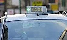 El individuo apuntó al taxista en el cuello con unas tijeras y se apoderó de 90 euros . El fiscal pide 5 años y medio por el último atraco cometido...