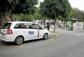 Bajo las siglas ATACAPA se aglutina a 40 taxistas sin licencia y contrarios a limitar el trabajo Chóferes de taxis crean una asociación propia (ATACAPA) con la que hacer valer...